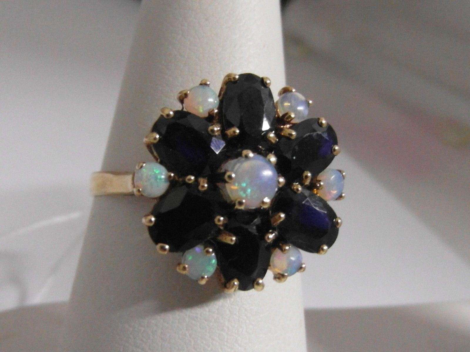 29j 9ct gold sapphire and opal ladies ring